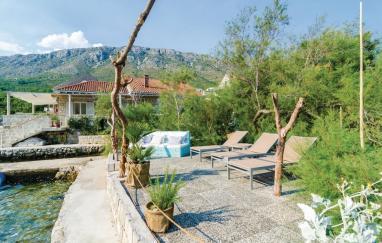 Villa Monic